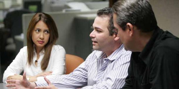 De izquierda a derecha: Awilda Cáez, Directora de Mercadeo; Lic. Eduardo Vera, Presidente y Emilio del Carril Director de Operaciones.
