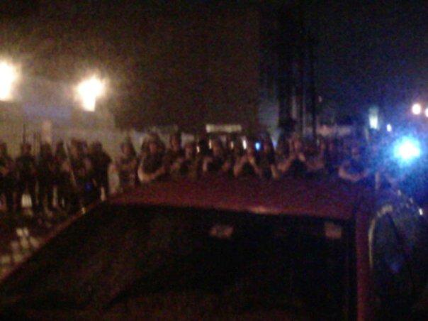 Foto desde un celular de la manifestación frente al Cuartel de la Policía en Hato Rey. Cortesía de Noel Ernesto.