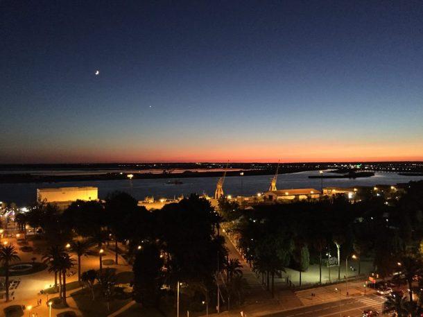 Puerto de Huelva en la orilla del río Odiel al atardecer. Foto Manuel Minero.